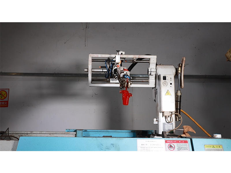 Fully Automated Injection Molding Produce Arcade Accessories